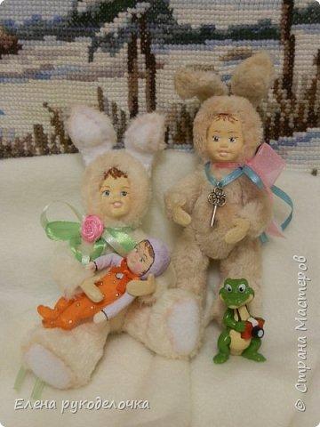 Очень давно я мечтала сделать теддидоликов, но я не знала как слепить им личики. После знакомства с ватной игрушкой (благодаря Оле http://stranamasterov.ru/user/390706 ) у меня проблема с личиками отпала. С новогодних праздников остались заготовки, вот из них я и решила сделать пасхальных кроликов. фото 6