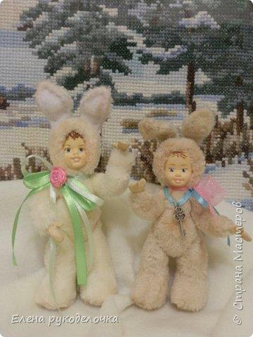 Очень давно я мечтала сделать теддидоликов, но я не знала как слепить им личики. После знакомства с ватной игрушкой (благодаря Оле http://stranamasterov.ru/user/390706 ) у меня проблема с личиками отпала. С новогодних праздников остались заготовки, вот из них я и решила сделать пасхальных кроликов. фото 7