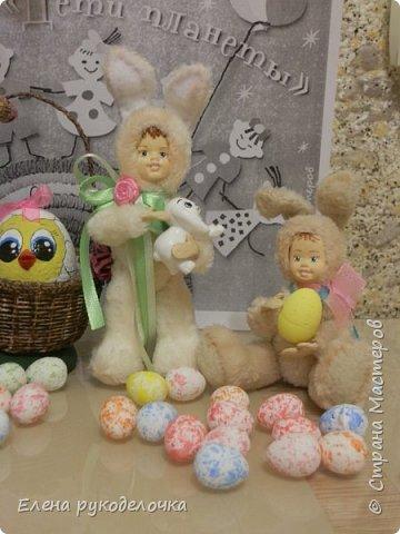 Очень давно я мечтала сделать теддидоликов, но я не знала как слепить им личики. После знакомства с ватной игрушкой (благодаря Оле http://stranamasterov.ru/user/390706 ) у меня проблема с личиками отпала. С новогодних праздников остались заготовки, вот из них я и решила сделать пасхальных кроликов. фото 9