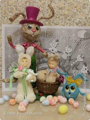 Очень давно я мечтала сделать теддидоликов, но я не знала как слепить им личики. После знакомства с ватной игрушкой (благодаря Оле http://stranamasterov.ru/user/390706 ) у меня проблема с личиками отпала. С новогодних праздников остались заготовки, вот из них я и решила сделать пасхальных кроликов. фото 10
