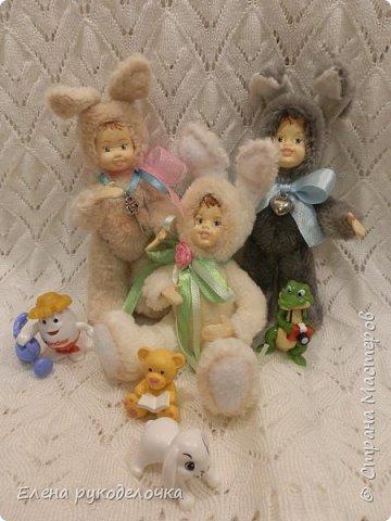Очень давно я мечтала сделать теддидоликов, но я не знала как слепить им личики. После знакомства с ватной игрушкой (благодаря Оле http://stranamasterov.ru/user/390706 ) у меня проблема с личиками отпала. С новогодних праздников остались заготовки, вот из них я и решила сделать пасхальных кроликов. фото 14