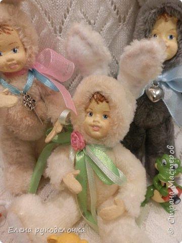 Очень давно я мечтала сделать теддидоликов, но я не знала как слепить им личики. После знакомства с ватной игрушкой (благодаря Оле http://stranamasterov.ru/user/390706 ) у меня проблема с личиками отпала. С новогодних праздников остались заготовки, вот из них я и решила сделать пасхальных кроликов. фото 15