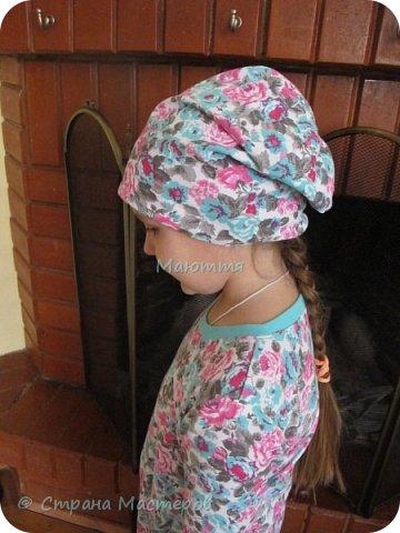 Из остатков трикотажа от лонга решено было сшить модную сейчас шапочку-бини. Она замечательно сидит на голове и смотрится отлично! фото 26
