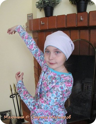 Из остатков трикотажа от лонга решено было сшить модную сейчас шапочку-бини. Она замечательно сидит на голове и смотрится отлично! фото 24