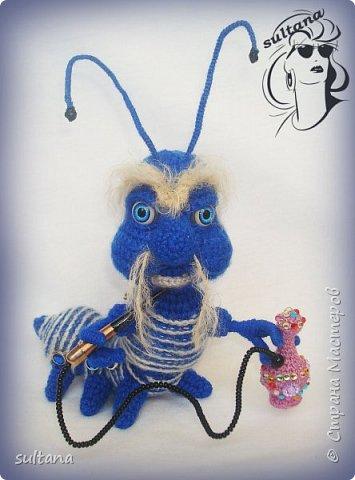 Знакомьтесь гусениц Пашка. В теле проволочный каркас. фото 1