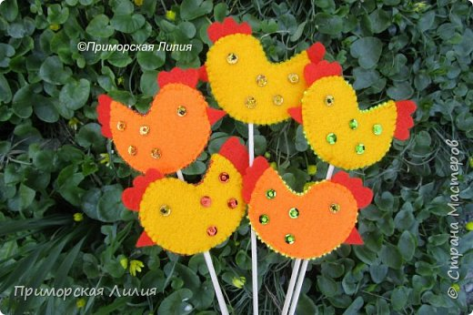 """Декоративная курочка на шпажке!  Такой элемент можно использовать в украшении интерьера к празднику, например: """"посадить"""" в цветочный горшок, добавить в букет, украсить праздничный кулич. фото 1"""
