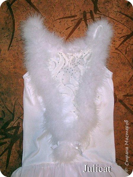Приветствую Вас, уважаемые гости моего блога!  Сегодня покажу мою зимнюю работу - костюм Кошечки для Катюши на новогодний праздник в детской спортшколе, где Катя занимается спортивной аэробикой.  Катюше дали роль кошечки. Я очень обрадовалась, т.к. у меня уже были наметки на этот костюм - 9 лет назад шила костюм белой кошечки своей старшей дочке Юле - остались детали).   фото 13