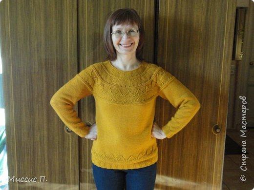 Как давно я  не показывала своих работ! Я исправляюсь, и вот - джемпер - Прекрасный и желтый! Модель от Дропс, по которой я вязала этот свитер (джемпер ? не знаю, в чем разница) назывался Прекрасный и голубой. Мое воплощение горчичное. Вяжется снизу вверх без швов, отдельно тело и рукава, затем объединяются в круговое вязание. фото 1