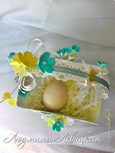 Здравствуйте, соседи! Продолжаю подготовку к Пасхе. Хочу показать Вам пасхальные корзинки, которые сделала для своих сотрудниц. В них будет положено по пасхальному яйцу, маленькие шоколадки, конфеты и малюсенькая фетровая птичка ( их я еще шью)...     Первая корзинка. У меня было сиреневое настроение, поэтому она такая... фото 12