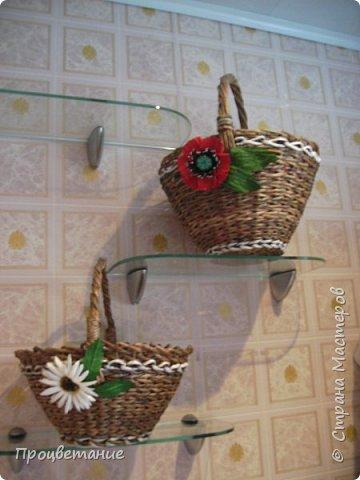 Эта парочка корзин для одной хозяйки в подарок. Украсила цветами: мак - из бумаги, ромашка - из ткани. фото 1