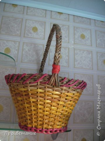 Эта парочка корзин для одной хозяйки в подарок. Украсила цветами: мак - из бумаги, ромашка - из ткани. фото 5