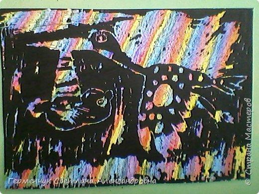 """НА уроке ИЗО  ребята  4""""В"""" класса работали   над изображением  """"Этих забавных  животных """"  в  технике  граттаж. Царапки   получились восхитительные !!! .Ребята! ВЫ - МОЛОДЦЫ!!! фото 10"""