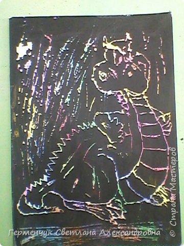 """НА уроке ИЗО  ребята  4""""В"""" класса работали   над изображением  """"Этих забавных  животных """"  в  технике  граттаж. Царапки   получились восхитительные !!! .Ребята! ВЫ - МОЛОДЦЫ!!! фото 19"""