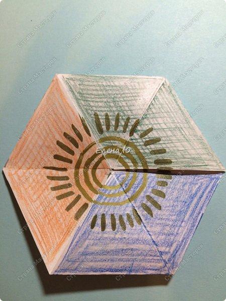 Предлагаю сделать забавную и совсем несложную  безделушку (головоломку)  - флексагон. Флексагоны — плоские модели из полосок бумаги, способные складываться и сгибаться определённым образом.  фото 1