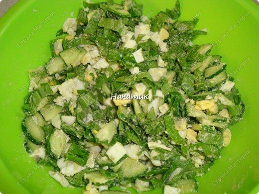 Делюсь рецептом простого и легкого салата: -7 яиц среднего размера -2 средних огурца -пучок щавеля  -укроп (пучок) -горошек консервированный (банка) -соль по вкусу -масло растительное для заправки фото 6