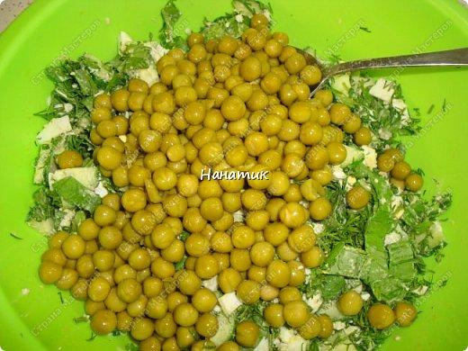 Делюсь рецептом простого и легкого салата: -7 яиц среднего размера -2 средних огурца -пучок щавеля  -укроп (пучок) -горошек консервированный (банка) -соль по вкусу -масло растительное для заправки фото 8