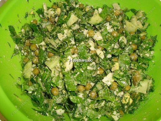 Делюсь рецептом простого и легкого салата: -7 яиц среднего размера -2 средних огурца -пучок щавеля  -укроп (пучок) -горошек консервированный (банка) -соль по вкусу -масло растительное для заправки фото 9