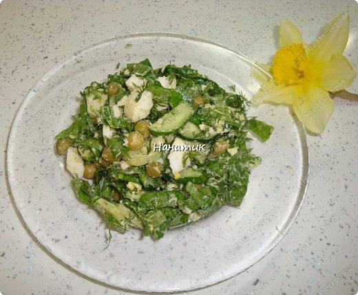 Делюсь рецептом простого и легкого салата: -7 яиц среднего размера -2 средних огурца -пучок щавеля  -укроп (пучок) -горошек консервированный (банка) -соль по вкусу -масло растительное для заправки фото 1