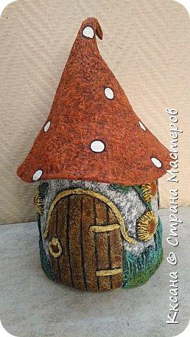Добрый день!! очередной домик грибок - что то потянуло меня в детство и сказку) общая высота 23 см, диаметр по краям шляпки 14 см фото 9