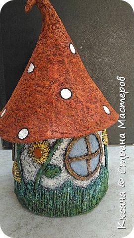 Добрый день!! очередной домик грибок - что то потянуло меня в детство и сказку) общая высота 23 см, диаметр по краям шляпки 14 см фото 1