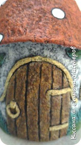 Добрый день!! очередной домик грибок - что то потянуло меня в детство и сказку) общая высота 23 см, диаметр по краям шляпки 14 см фото 2