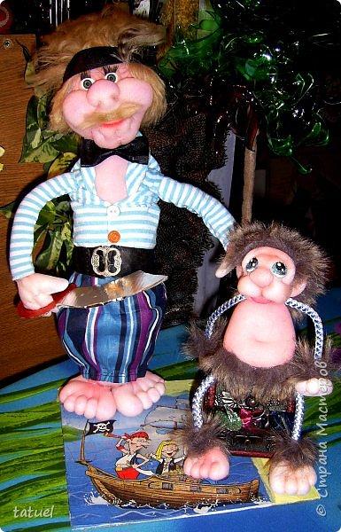 Всем привет!  Сегодня новая компания подобралась в составе: -пират с саблей, немного лохматый, но не потерявший ни глаз, ни ногу -мохнатый зверь, отдаленно похожий на обезьяну ( по мнению автора) -дерево, напоминающее пальму -сундук с сокровищами (бесценными) фото 2