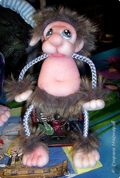 Всем привет!  Сегодня новая компания подобралась в составе: -пират с саблей, немного лохматый, но не потерявший ни глаз, ни ногу -мохнатый зверь, отдаленно похожий на обезьяну ( по мнению автора) -дерево, напоминающее пальму -сундук с сокровищами (бесценными) фото 4