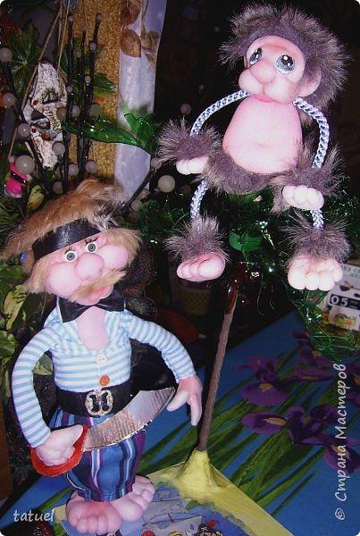 Всем привет!  Сегодня новая компания подобралась в составе: -пират с саблей, немного лохматый, но не потерявший ни глаз, ни ногу -мохнатый зверь, отдаленно похожий на обезьяну ( по мнению автора) -дерево, напоминающее пальму -сундук с сокровищами (бесценными) фото 7