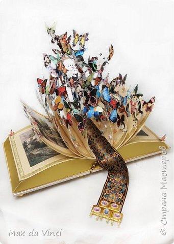 ВОЛШЕБНАЯ КНИГА  Описание работы : Вдохновением для работы послужила металлическая скульптура Дэвида Крэкова. Работа в подарок главе многодетного семейства, настоящему мужчине, большому любителю русской природы и бабочек. Использованы ламинированное ДВП, картон, самоклеющаяся пленка, мебельные ручки, жаккардовая тесьма, швейная фурнитура, полиуретановый молдинг , фотобумага. Основа книги - два больших контейнера для конфет : золотые конфеты Ferrero Rocher - 32 шт., Kinder Chocolate -48 шт. Для декора обложки и книжной закладки использованы шоколадки – RIOBA- 73шт. Для декора страниц книги - карамель леденцовая мини-акварель в асс.  фото 2