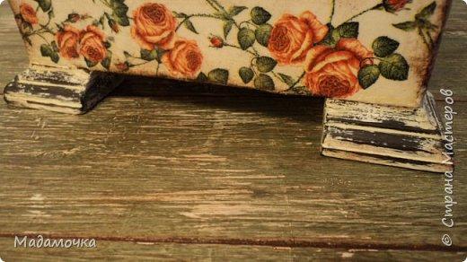 Доброго времени суток! Рада вас вновь приветствовать у себя на страничке! Вот создалась очередная шкатулочка. Муж принес, нашел у соседа по гаражу, тот великодушно отдал. Нарастили верх крышечки и пристроили ножки, все из дерева, не пластик. Шкатулка была в ужасном состоянии... фото 12