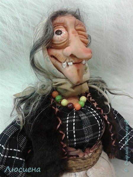 Интерьерная кукла ручной работы(запекаемая пластика и скульптурный текстиль) Бабка Ежка фото 4