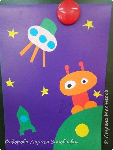 В нашей школе началась подготовка к дню космонавтики. Ребята на уроке делали аппликации, придумывали сами свои космические корабли и летающие тарелки. Вот, что у нас получилось. фото 3