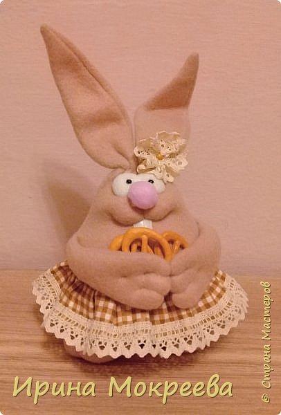 К пасхе решила сделать маленькие подарочки друзьям - пасхальных кроликов.А  вдохновили меня кролики Корнеевой Ольги http://stranamasterov.ru/node/747415?c=favorite фото 5