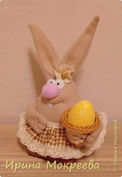 К пасхе решила сделать маленькие подарочки друзьям - пасхальных кроликов.А  вдохновили меня кролики Корнеевой Ольги http://stranamasterov.ru/node/747415?c=favorite фото 6