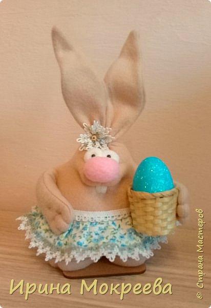 К пасхе решила сделать маленькие подарочки друзьям - пасхальных кроликов.А  вдохновили меня кролики Корнеевой Ольги http://stranamasterov.ru/node/747415?c=favorite фото 7