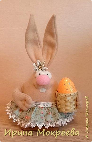К пасхе решила сделать маленькие подарочки друзьям - пасхальных кроликов.А  вдохновили меня кролики Корнеевой Ольги http://stranamasterov.ru/node/747415?c=favorite фото 8