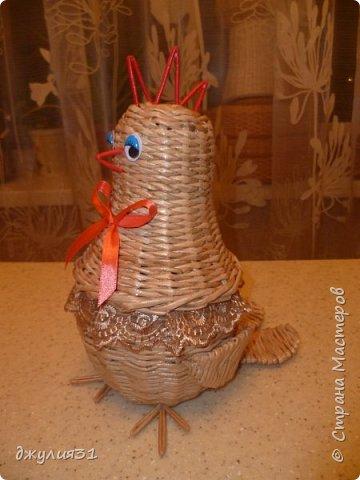 Доброго времени суток всем гостям и жителям Страны!!! Пасха уже  близко и конечно были праздничные работы на подарки и заказы......... Цыпленок-шкатулка моя давняя хотелка по мотивам работы Ludmila13 трубочки крученные на спицу 1,5мм, из белого газетного края 7 см, ВМ- дуб сильно разбавленный   фото 2
