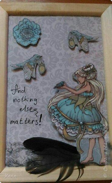 Началось все с такой вот изящной Принцессы из смеси скрап-бумаг, бархатных и с зеркальными крылышками. Сама она небольшая, всего 10*15 см. фото 3