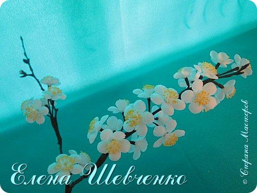 Привет мастерицы, сегодня делаем ну очень простую веточку цветущей вишни или сакуры своими руками. Эффектно, красиво и просто. Приглашаю к видео просмотру и обучению всего за 7 минут!!  фото 1