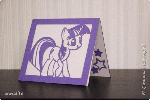Здравствуйте. Пригласили мою дочь на День рождения. Ну как же без открытки? Девочка любит пони, поэтому пришла в голову именно такая открыточка.  Правда, делалась она в последний момент, примерно за час:)