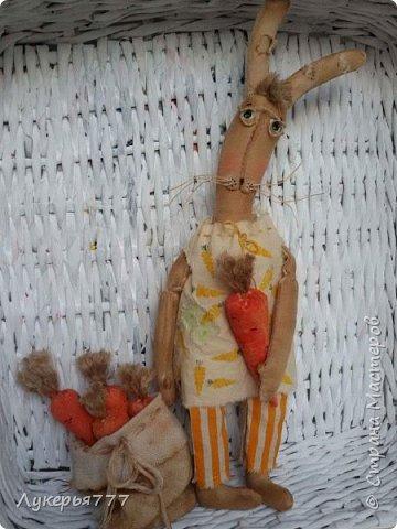 Всего пять морковок. С них все началось. Мягкие, чуть шершавые на ощупь. И ведь знаешь, что они не настоящие, но выглядят как взаправдАшние, и оттого такое чувство, что держишь в своих руках сказку.  фото 5
