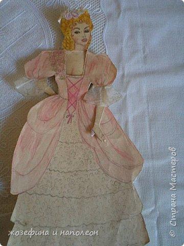 """Здравствуйте дорогие мастера и мастерицы. Увидела прелестных , бумажных куколок у Елены Ивановны, вспомнила, что у самой вот уже 50 лет  бережно хранится бумажная куколка Анжелика. Нарисовала я её после просмотра фильма """"Анжелика"""" роль, которой ,сыграла французская актриса Мишель Мерсье. фото 5"""