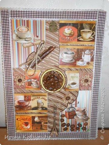 Основа- круг ДВП, лён. Сверху- магниты на холодильник, подставка под горячее из можжевельника(в центре),винные пробки, стёклышки, сушки, фасоль, орехи, макаронные изделия. Всё вскрыто акриловым лаком. фото 5