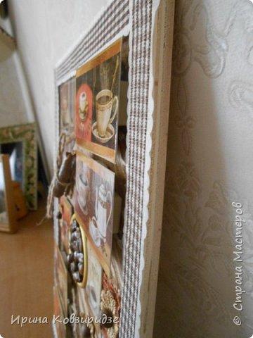 Основа- круг ДВП, лён. Сверху- магниты на холодильник, подставка под горячее из можжевельника(в центре),винные пробки, стёклышки, сушки, фасоль, орехи, макаронные изделия. Всё вскрыто акриловым лаком. фото 10