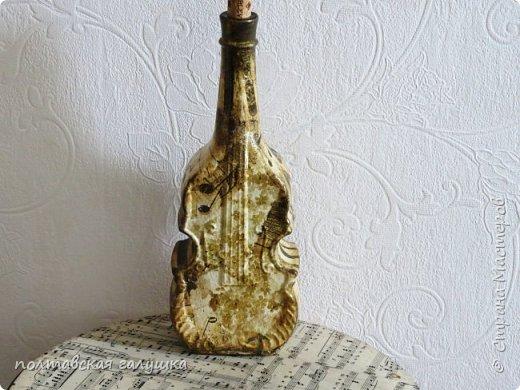 """Это снова я, теперь  с отчетом о подготовке к Пасхе.Опять сделала свои традиционные бутылки в подарки новым соседям, с которыми подружилась за год, под святую водичку. Ближе показывать нет смысла- все, как всегда-кружево, салфетки, календари, краска, лак, """"золото"""".. фото 4"""