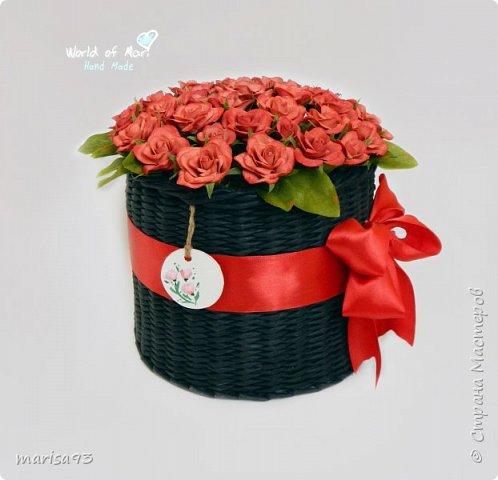 Красные розы в черном цилиндре. фото 2
