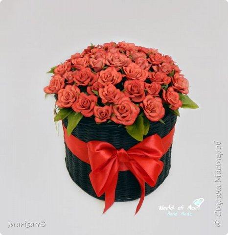 Красные розы в черном цилиндре. фото 1