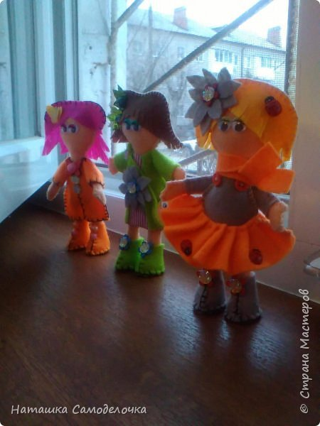 всем привет,вот такие куколки родились,сами куклы и одежда из мягкого,волосы из жесткого фетра,спасибо за внимание))) фото 1