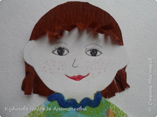 """Добрый день всем-всем!!! С удовольствием принимаю участие в таком замечательном проекте. Сразу вспомнилось детство, как с сестрами рисовали бумажных кукол, """"шили"""" им разные наряды из цветной бумаги, из фантиков. Захотелось смастерить простую девчушку с конопушками, и вот результат перед вами. фото 4"""