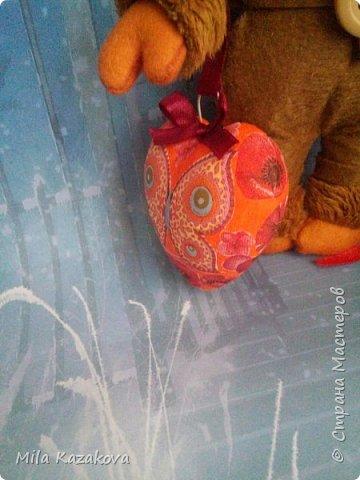 Озорной и романтичный ангелочек, сшит из фетра. Личико из моделирующей массы Darwi классический. Волосы из пряжи с блеском. . Лицо отшлифовано, загрунтовано ,покрашено акриловой краской телесного цвета, покрыто лаком. Тело на каркасе. Лицо расписано акриловыми красками и пастелью. Интерьерная игрушка. Высота 20см. Сердечко из пенопласта. Покрашено акриловой краской. Сделан декупаж. Приятного просмотра! фото 6